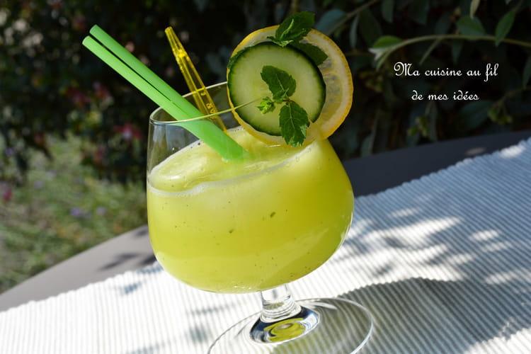 Limonade rafraîchissante au concombre, citron et menthe