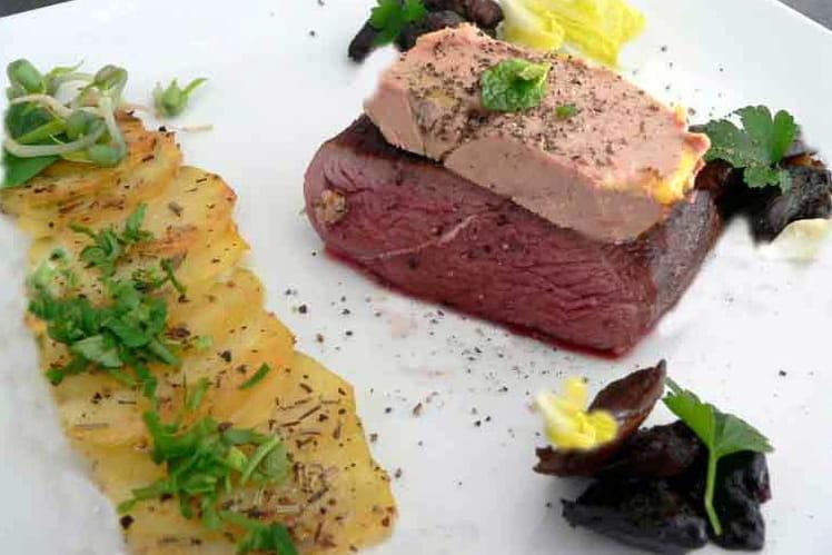 Tournedos de canard Rossini, paillasson de pommes de terre, cèpes