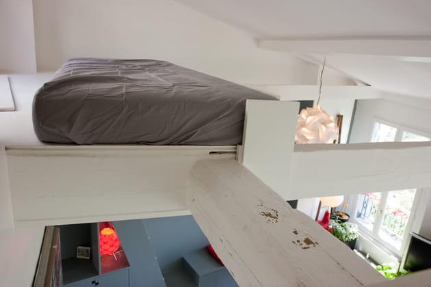 Une mezzanine pour un lit suspendu