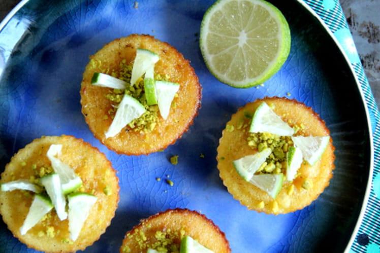 Mini cakes aux éclats de pistache et citron vert