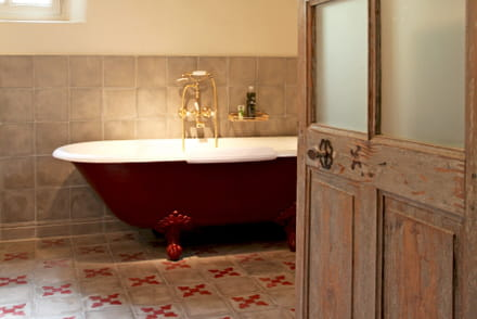 baignoire conseils pour choisir installer ou r nover. Black Bedroom Furniture Sets. Home Design Ideas