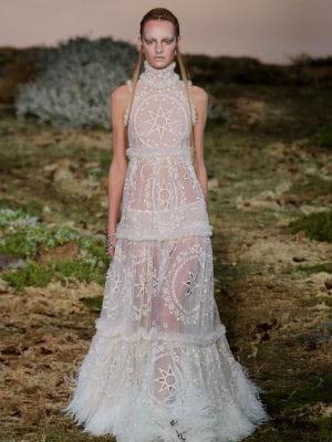 Une robe transparente alexander mcqueen for Alexander mcqueen robe de mariage
