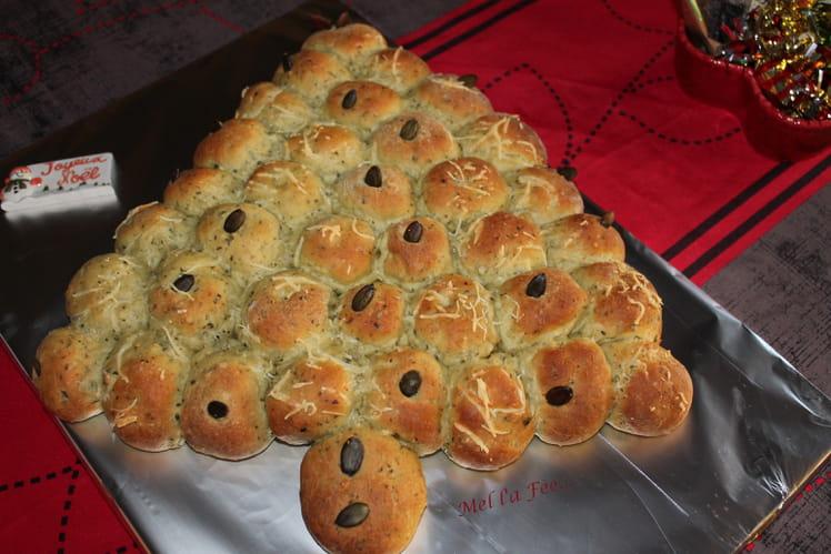 Sapin de pains au roquefort et graines de courge