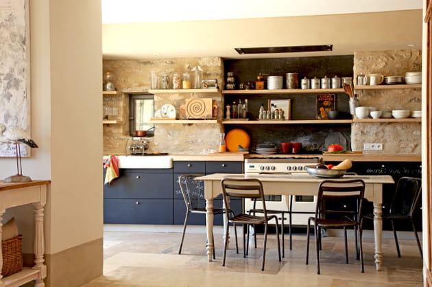 Une cuisine ouverte et raffinée