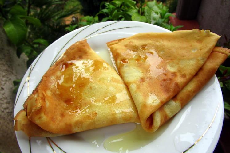 Crêpes au lait d'amande et coco, moelleuses, au sirop de gingembre