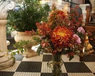 le bouquet s'épanouit dans son vase