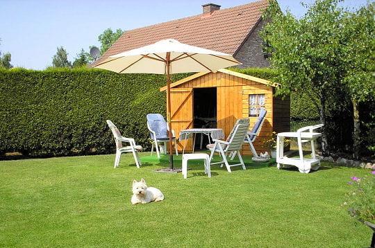 Pratiques et esth tiques 15 cabanes de lecteurs for Cabane de jardin belgique