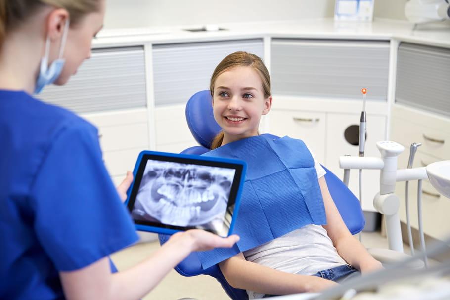Appareil dentaire enfant: âge, de nuit, bagues, transparent...