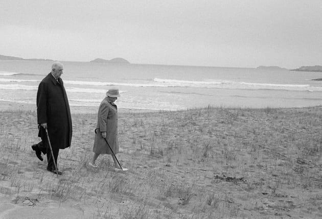 Charles de Gaulle et son épouse Yvonne se baladent en Irlande (1969)