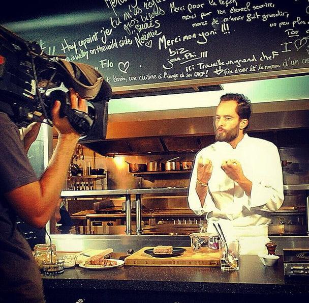 Yoni Saada, en tournage pour M6