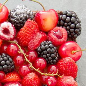 tarte aux fruits rouges sur son palet breton et sa crème d'amandes