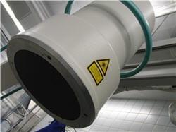on peut être exposé à des rayonnements de manière artificielle lors d'examens