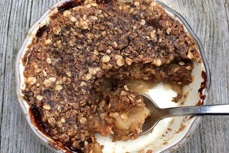 Crumble de flocons d'avoine aux pommes et sirop d'érable