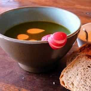 soupe de fanes de radis et crème de curry