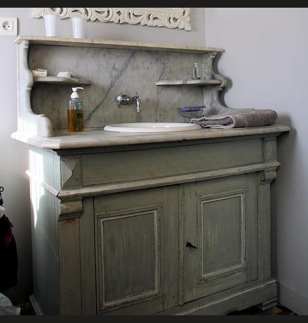 Un authentique meuble de barbier