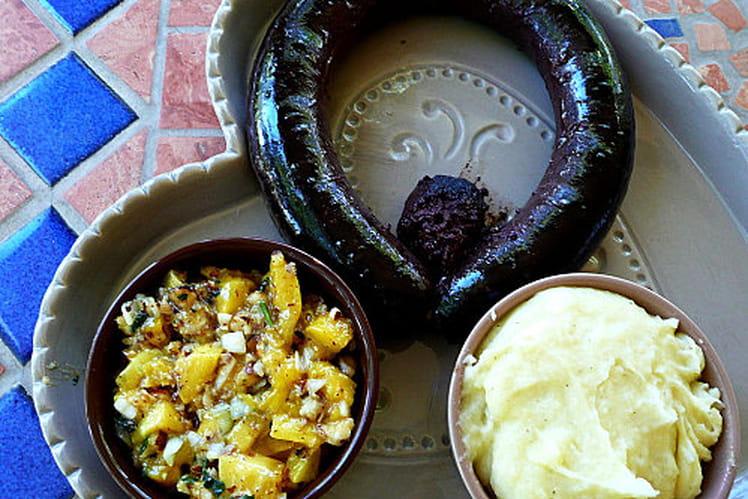 Boudin noir et salsa de mangue aux amandes