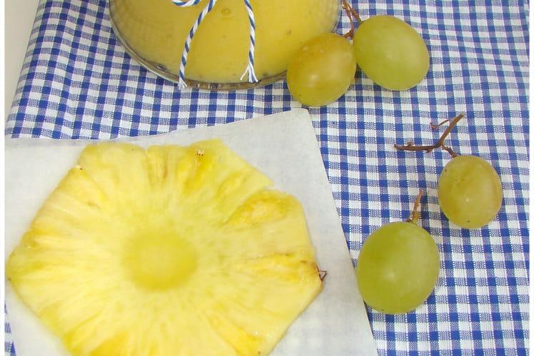 Jus d'ananas et raisin blanc