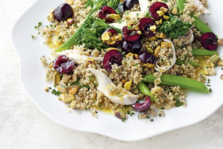 Salade de poulet, brocoli, quinoa et cerises de nos régions