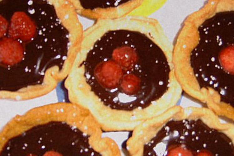 Tartelettes choco-noisettes et framboises