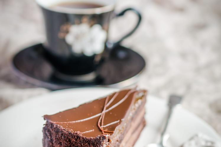 Glacer un gâteau au chocolat