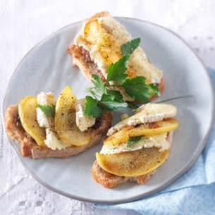 bruschetta au camembert et aux pommes