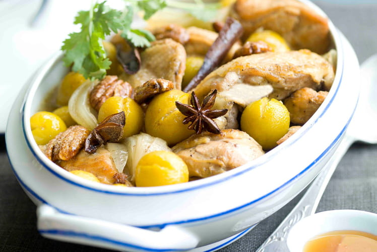 Tajine de poulet, mirabelles, noix de pécan et miel d'oranger