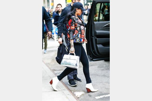 """Rihanna et son sac """"Diorever"""" de Christian Dior"""