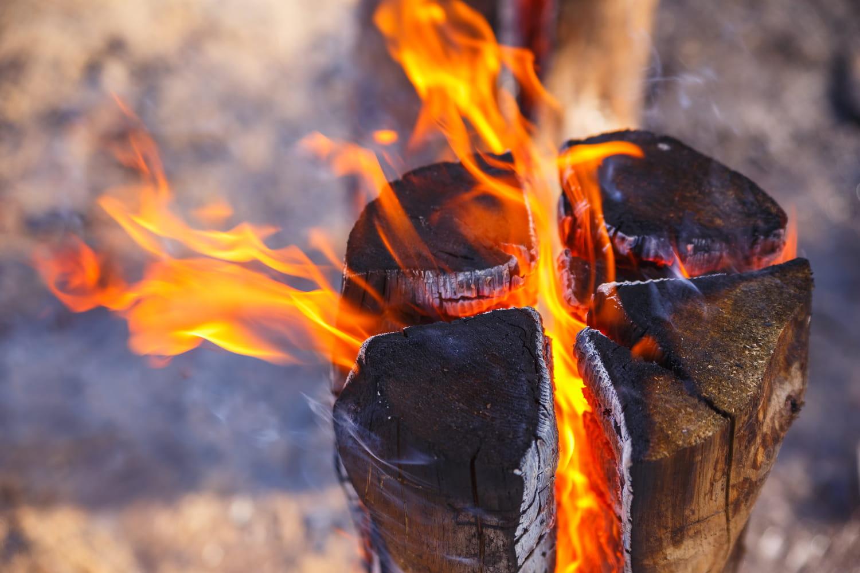 Bûche suédoise: comment faire un feu dans une bûche?
