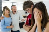 les rapports entre parents et enfant sont souvent compliqués lors des premières