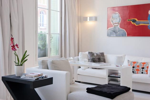 Un salon blanc moderne