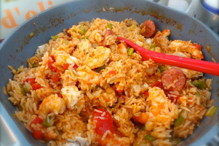 Jambalaya de poulet, crevettes et saucisses fumées
