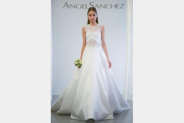 La robe dentelle Angel Sanchez