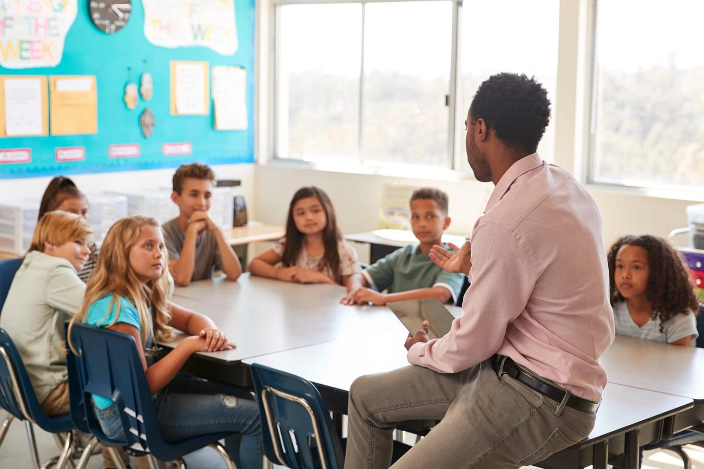 Samuel Paty: comment se passe l'hommage dans les écoles?