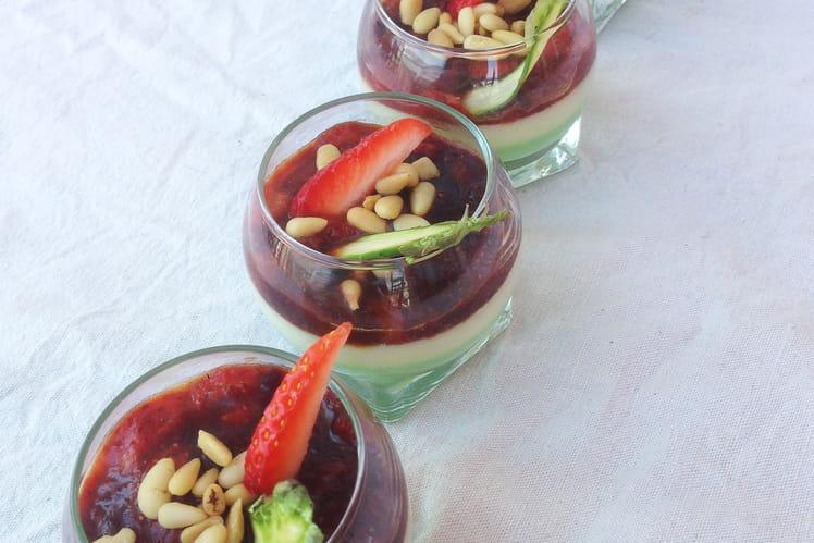 Verrines de panna cotta aux deux asperges et chutney de fraises