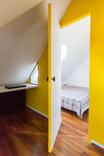 Encadrement de porte jaune or