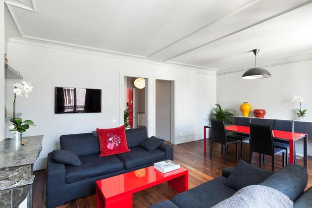 A Paris, un appart' confort en rouge et gris