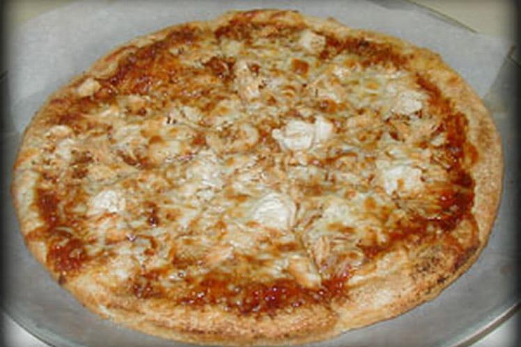 Pizza au poulet, artichauts et câpres