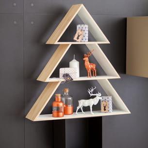 un sapin de noël en forme d'étagères à accrocher au mur