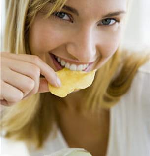 les chips sont riches en sel et en sucres.