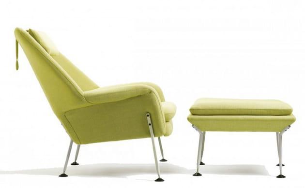 Un duo fauteuil et ottoman contemporain
