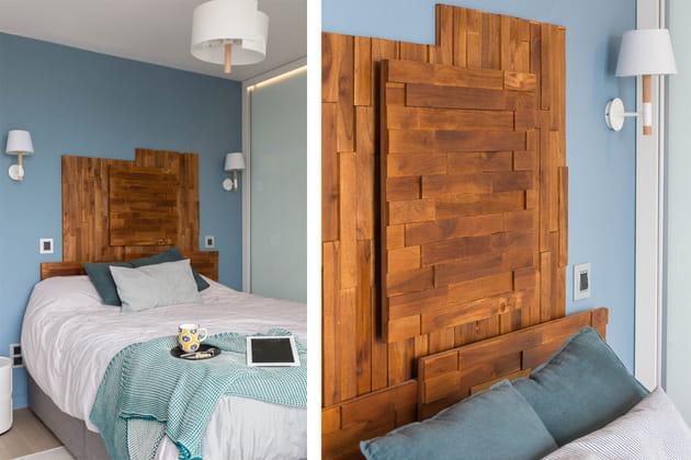Un parement en bois en guise de tête de lit