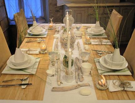 table bois et galets. Black Bedroom Furniture Sets. Home Design Ideas