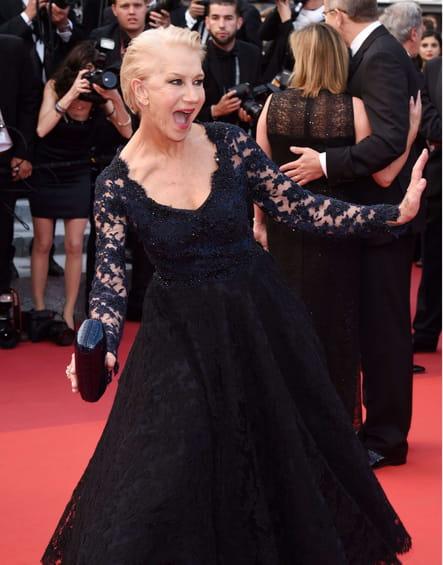 Helen Mirren, bouche bée face aux photographes