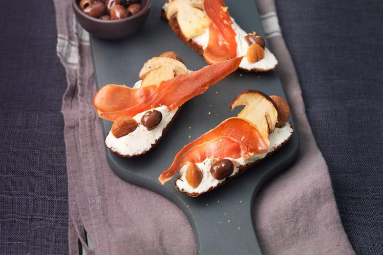 Bruschetta de cèpes au St Môret®, olives et jambon de Parme