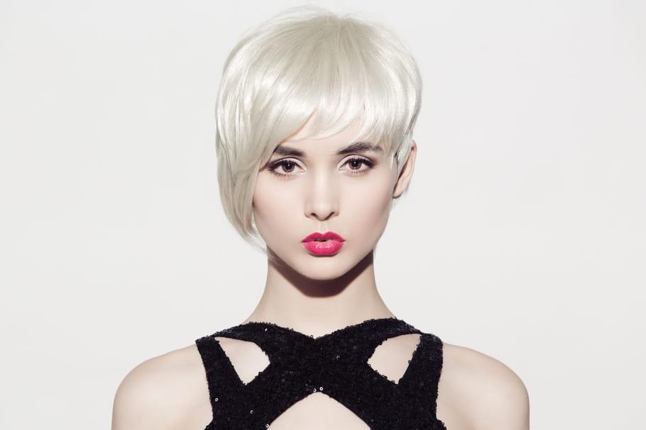Les cheveux blancs ne se cachent plus