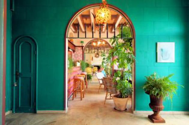 r ussir sa d coration avec la couleur vert meraude. Black Bedroom Furniture Sets. Home Design Ideas