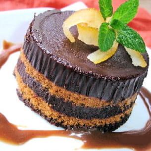 délice au chocolat et aux speculoos à la sauce de caramel