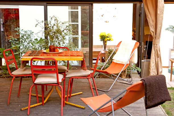 Un salon de jardin aux couleurs du soleil