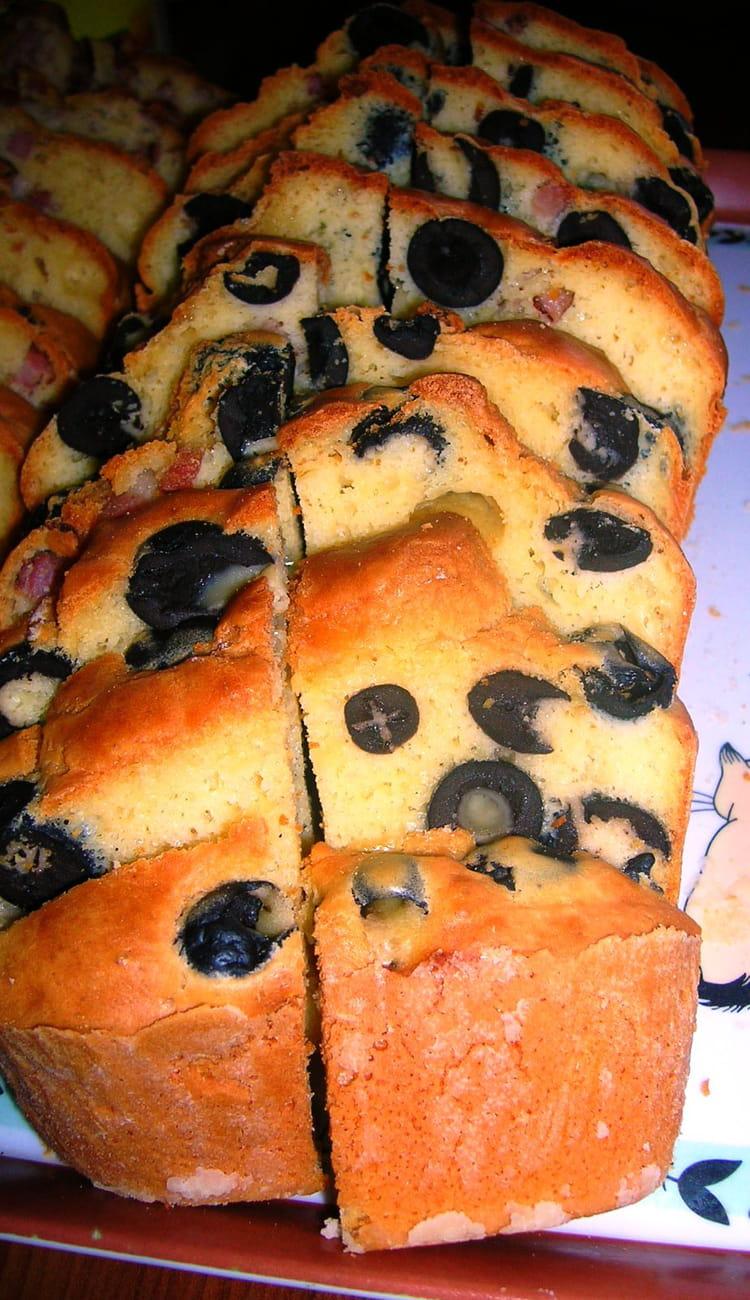 recette de cake aux olives noires la recette facile. Black Bedroom Furniture Sets. Home Design Ideas