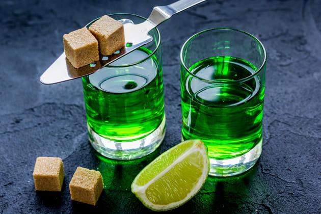 L'absinthe, interdit dans certains pays européens, aux États-Unis, au Brésil et au Canada